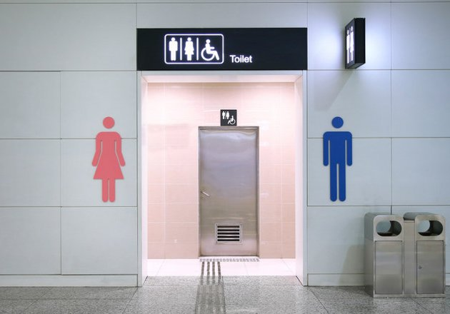 Membiarkan Anak ke Toilet Umum Sendiri, Amankah?