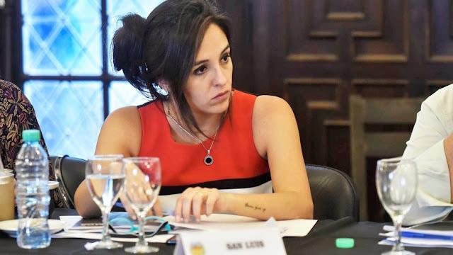 Argentina: Renuncia la ministra de Educación de San Luis tras filmarse fumando marihuana