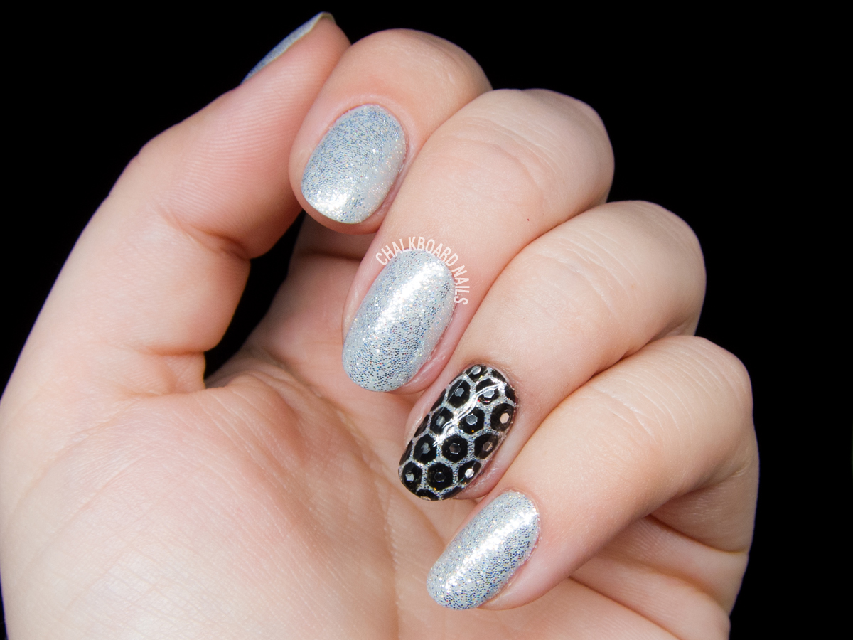 Honeycomb glitter placement by @chalkboardnails