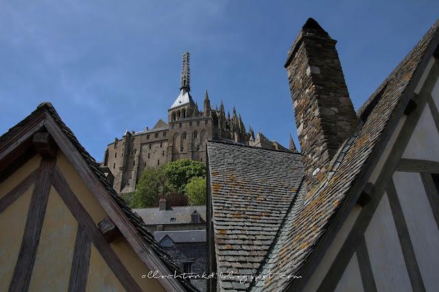 Opactwo Mont Saint-Michel położone jest na szczycie wyspy