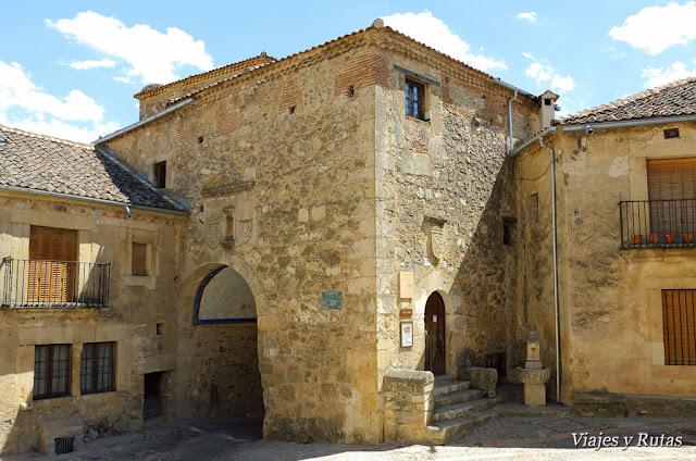Puerta de la Villa y Torreón de Pedraza