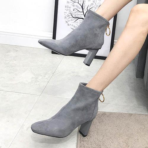 sepatu-booties-hak-tinggi