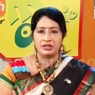 Magic oven Flavors of India fame Dr. Lakshmi Nair hot navel show in saree