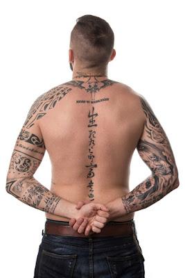 tato di punggung cowok