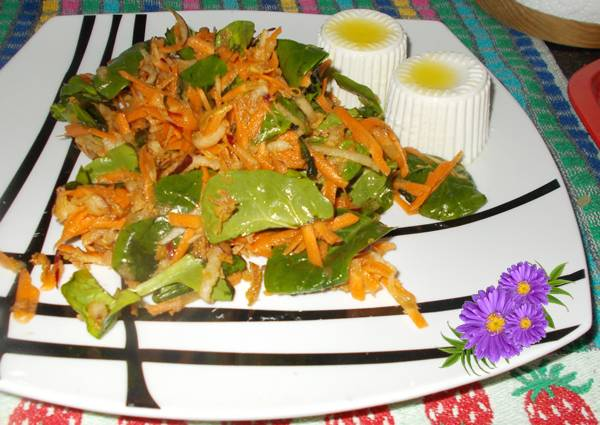 Salada de espinafre com cenoura e maçã
