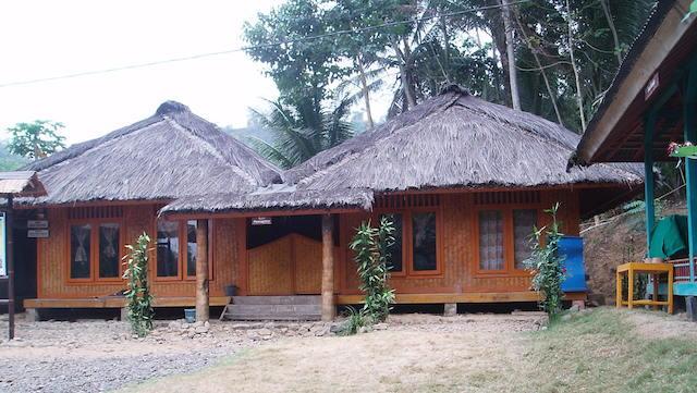 Menyusuri Keunikan Kampung Kuta - Jawa Barat
