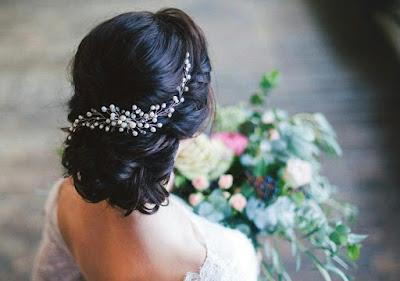 K'Mich Weddings - wedding planning - bridal headpiece - pearl bridal hair comb - esty