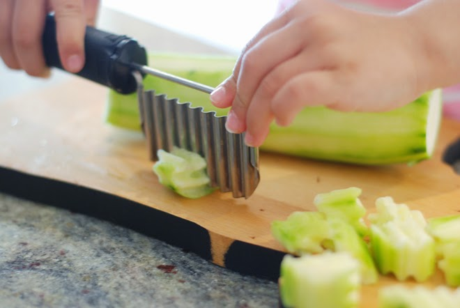vegetable crinkle cutter kid