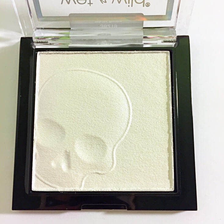 wet n wild megaglo Highlighting Powder White Raven