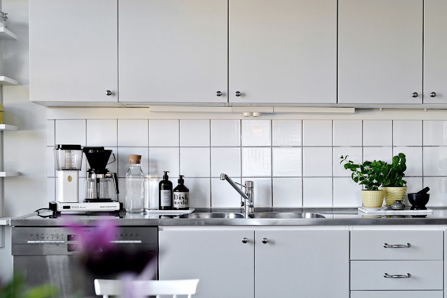 cocina, estilo nordico, lavavajillas, turmix, silla, decoracion nordica, hygge, baldosas, escandinavo, escandinava, interioriosmo, barcelona, alquimia deco
