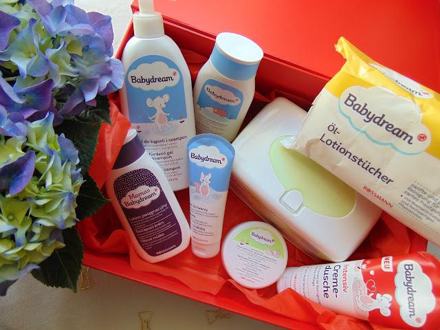 Paka od Drogerii Rossmann z produktami Babydream + Informacja o promocji w drogerii Rossmann