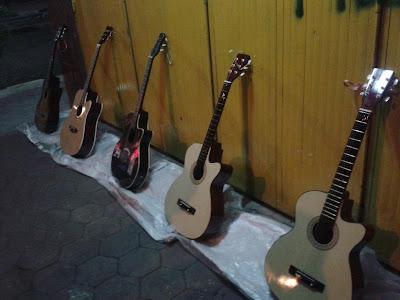 Ironi Musik Di Kota Batik