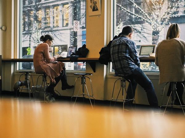 7 Cara Membuat Tempat Kerja atau Kantor Jadi Lebih Menyenangkan