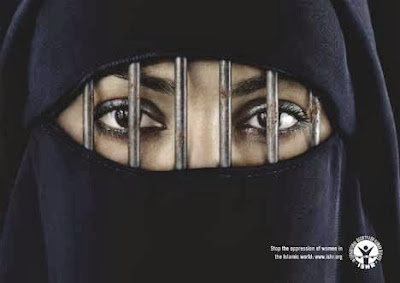 Femme avec la burqa - Prison