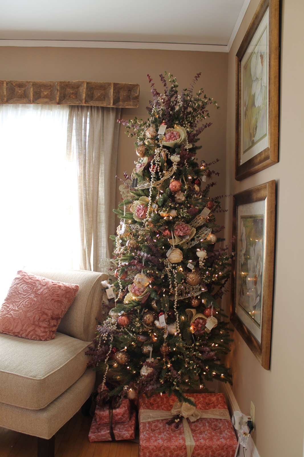 Christmas Decorating Ideas For Sofa Table Reupholstery Cost Edinburgh Hammers And High Heels: Holiday 2012 Idea House: Cozy Up ...