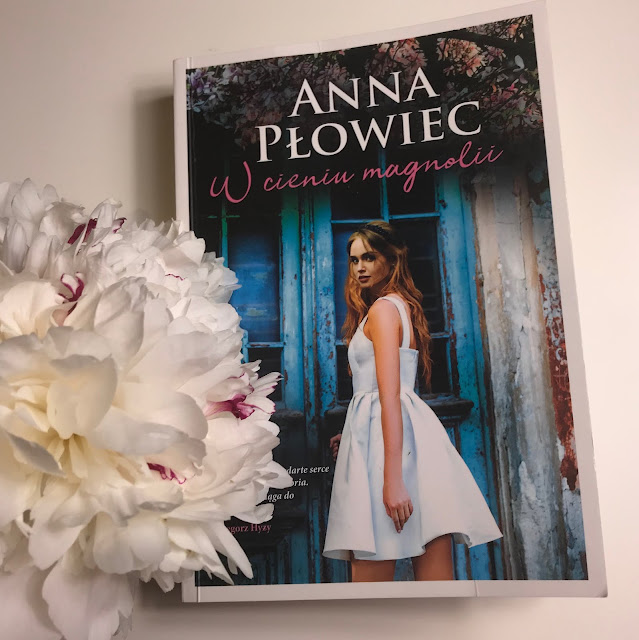 Anna Płowiec - W cieniu magnolii