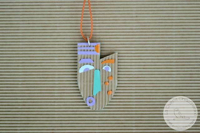 Ciondolo in cartone ondulato realizzato a mano 001