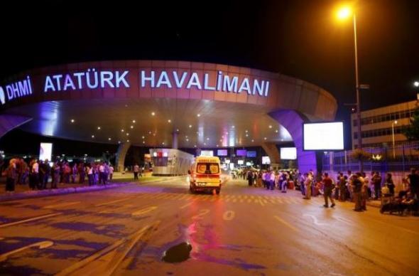 Νέες φωτογραφίες από την πολύνεκρη επίθεση στο αεροδρόμιο της Κωνσταντινούπολης