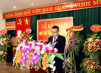 Đồng chí Đỗ Hoàng Long, phó Bí thư Đảng ủy, phó Giám đốc Bệnh viện đọc diễn văn