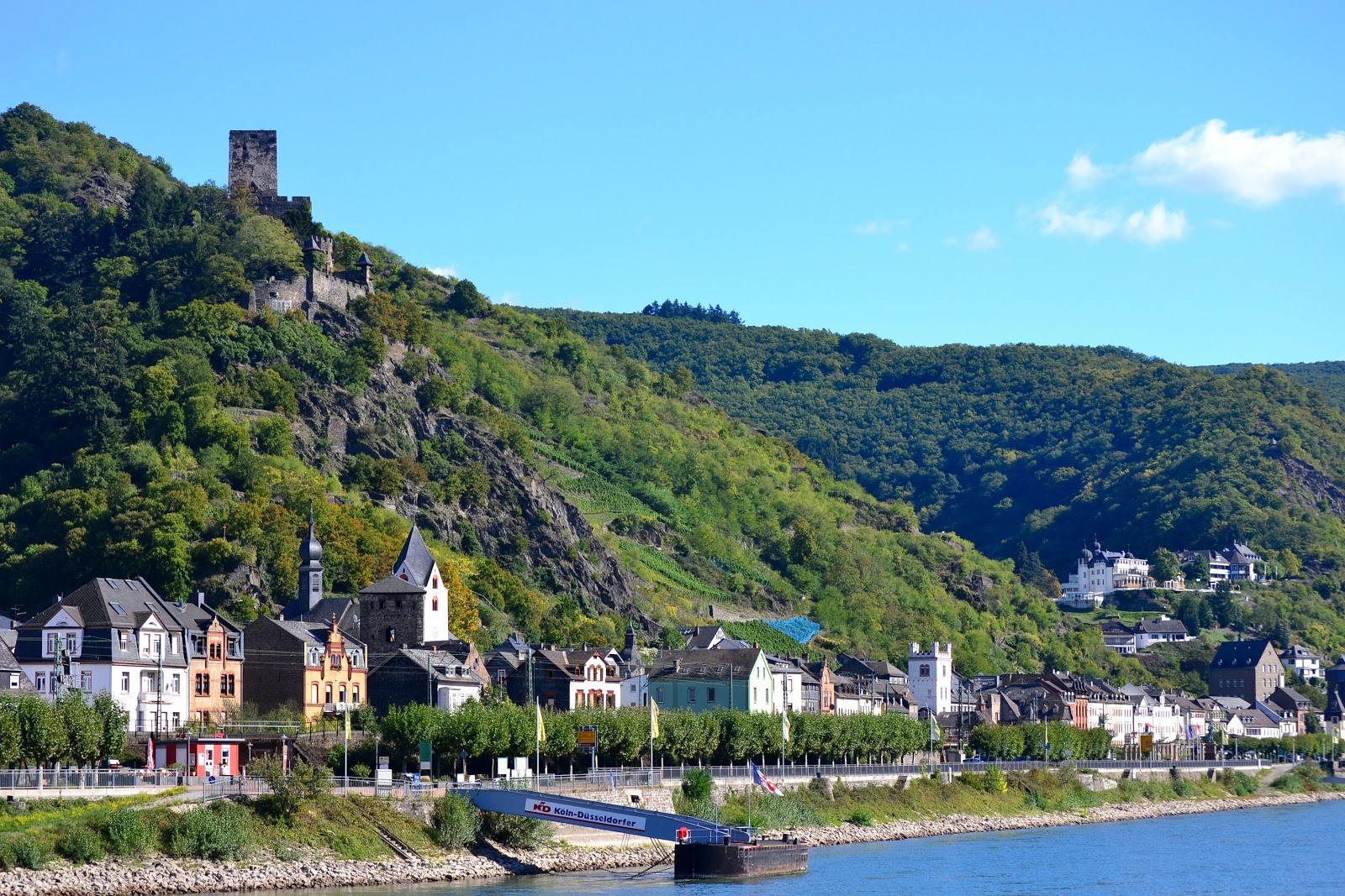 The town of Kaub with Castle Gutenfels perched on high.