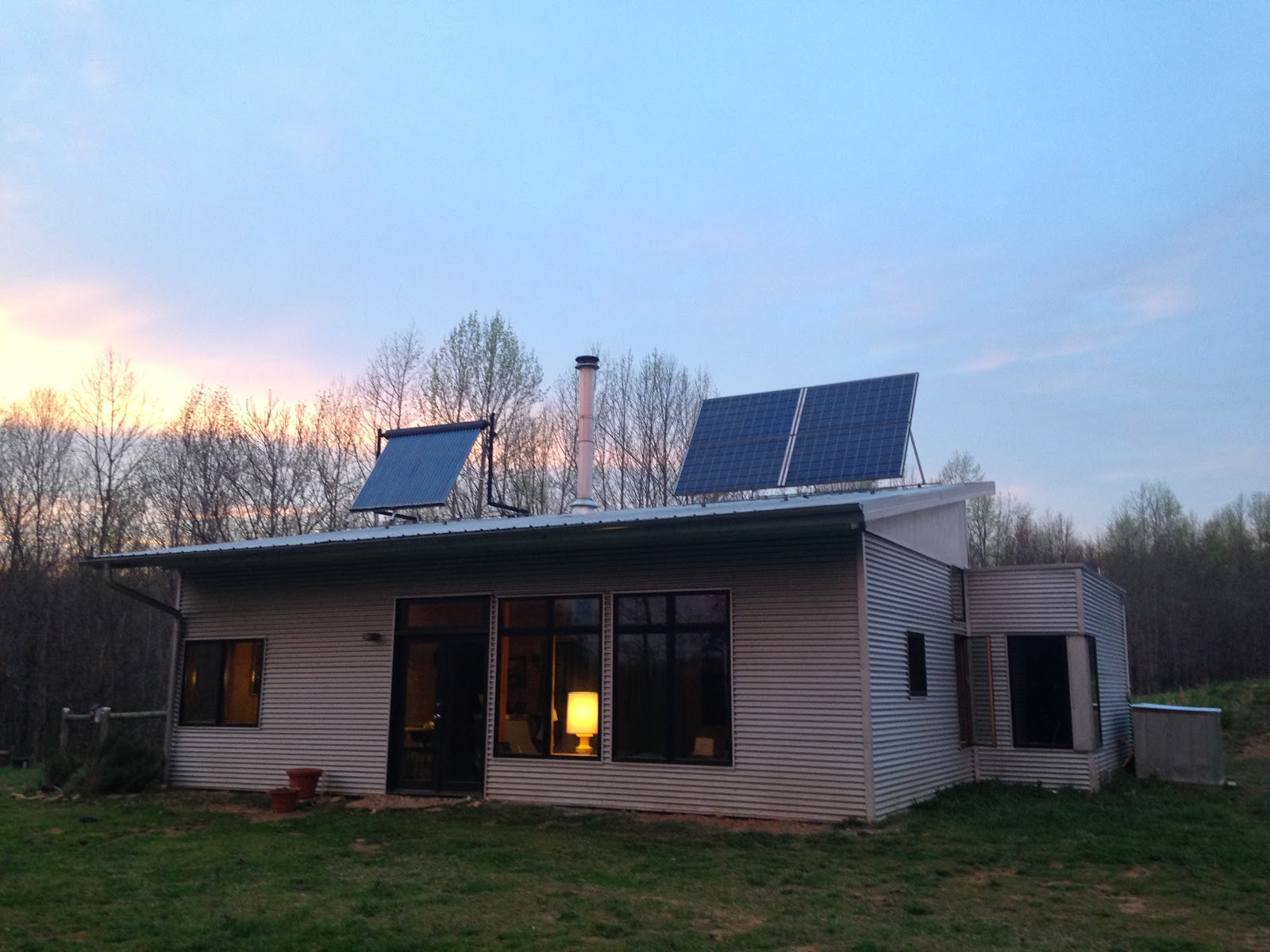 Off Grid Modern Prefab House Breaks The Internet, AGAIN.