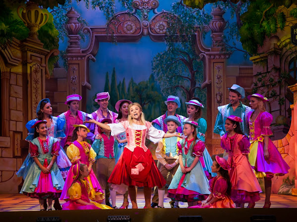 Cinderella (Panto), New Victoria Theatre | Review