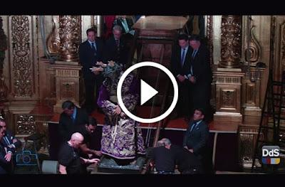 Bajada del Gran Poder de Sevilla en marzo de 2016 desde el retablo al suelo de la Basílica situada en la Plaza de San Lorenzo, siendo llevado por Enrique Esquivias de la Cruz y Rafa Serna