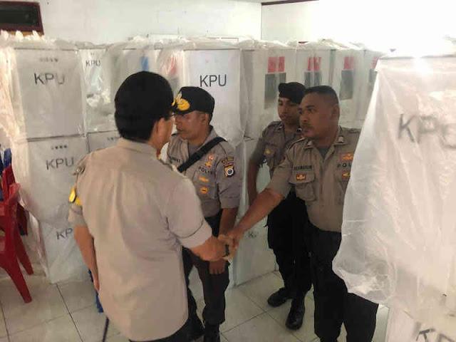 Royke Lumowa Cek Keamanan Kotak Suara Pemilu di 2 PPK Kota Ambon