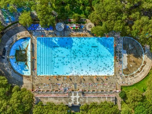 Jeffrey Milstein - Astoria Park Pool | chidas fotos cool stuff - aerial photos of NYC