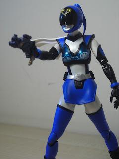 SH Figuarts Akiba Blue 03