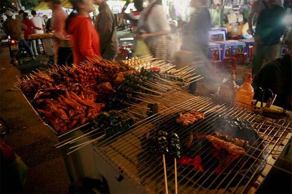 """Dạo chợ đêm Âm Phủ - thiên đường ăn uống"""" cho những tín đồ mê ăn vặt"""