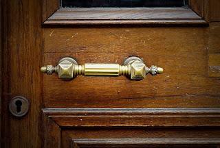 Tips Memasang Handle Pintu Rumah