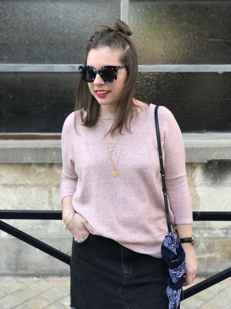 pull loose rose Pimkie, jupe en jean noir Pull and bear, jimmy fairly, trio bag Céline, bandana Asos