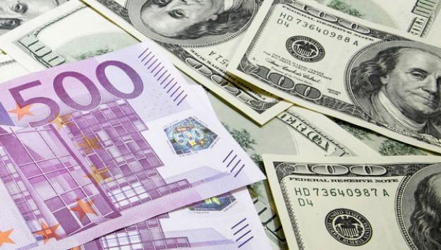 8 razones para comprar dólares y vender sus euros