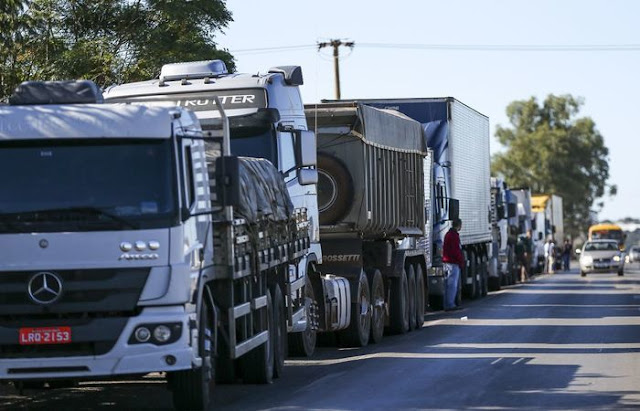 Caminhoneiros estão divididos sobre greve
