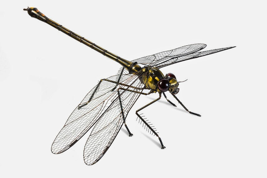 04-Dragon-Fly-Edouard-Martinet-Recycled-Sculpture-Wildlife-www-designstack-co
