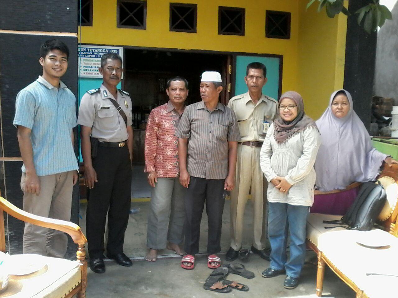 Ketua PAC Sumber Rejo Ir H Rahmat Muslim (peci putih) bersama perangkat Kelurahan Sumber Rejo, Babinkamtibmas, dan H Asrul Sani Ketua PC Balikpapan Tengah. Foto: Asrul Sani