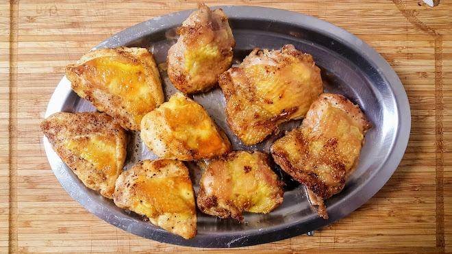Sauter le poulet à brun.