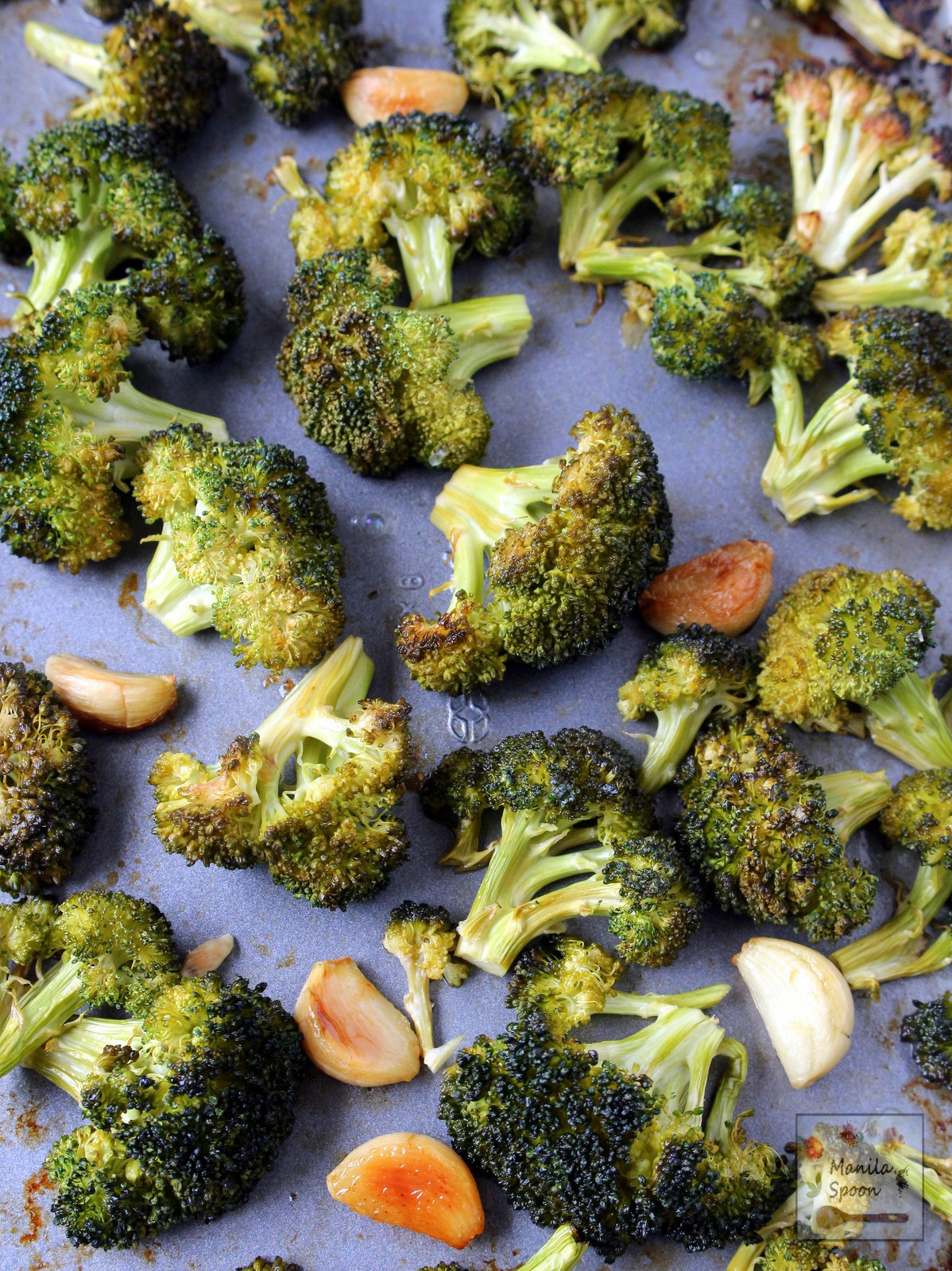 Garlicky, buttery, lemony and so tasty are these roasted broccoli florets! Quick and easy to make, low-carb and naturally gluten-free! | manilaspoon.com