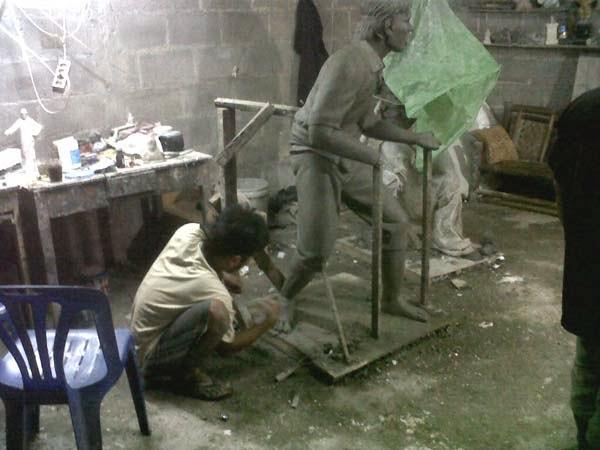membuat model patung tentara