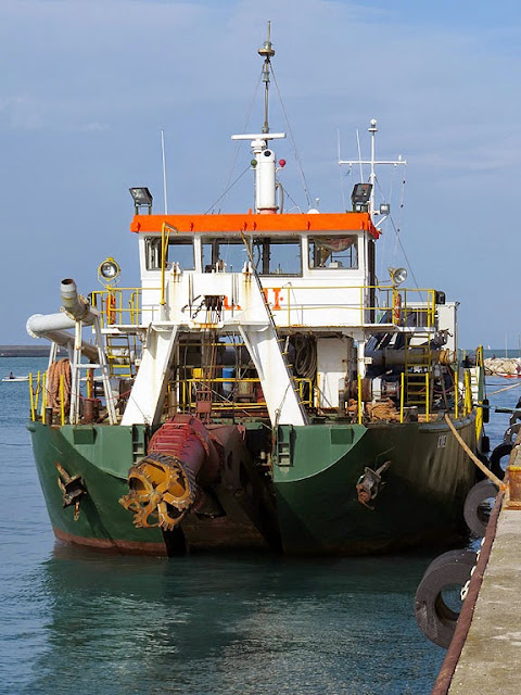 Dredge CREI I, IMO 8959489, port of Livorno