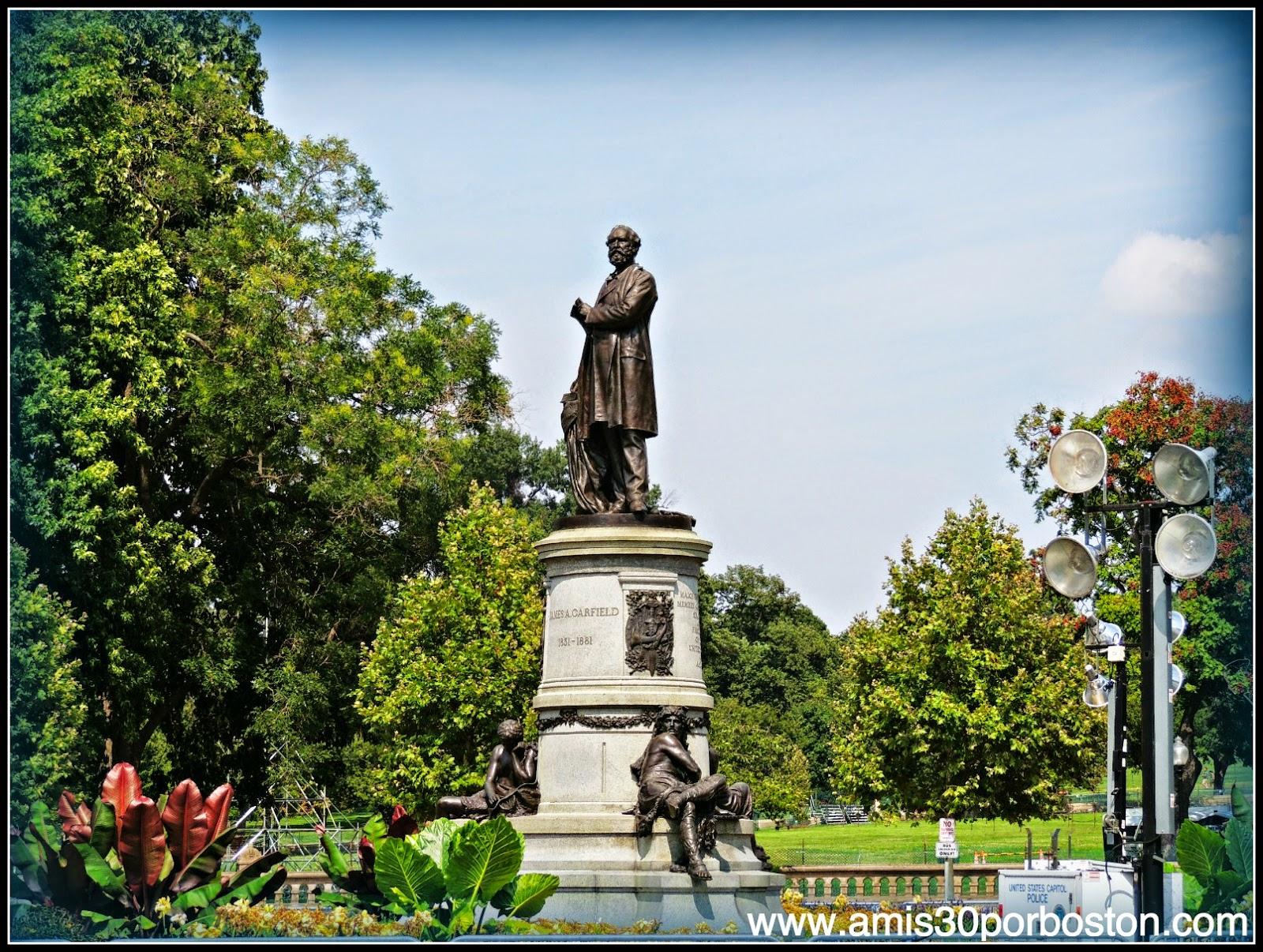 Estatua del Presidente de Estados Unidos James A. Carfield en el National Mall de Washington D.C.