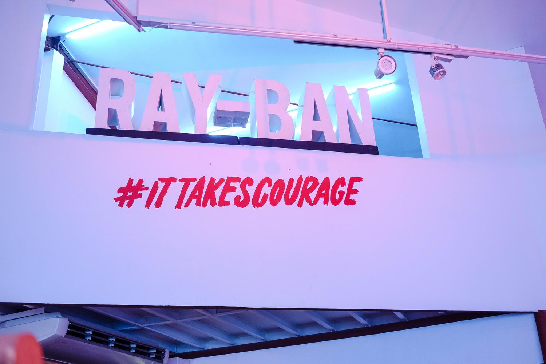 """it takes courage Muchos ejemplos de oraciones traducidas contienen """"it takes courage"""" – diccionario español-inglés y buscador de traducciones en español."""