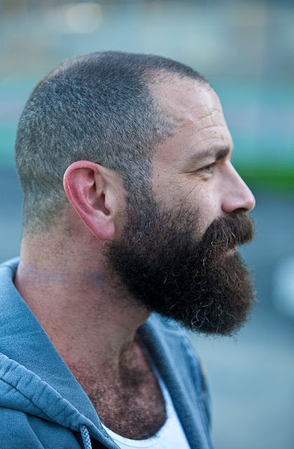 Pros que possuem cabelo raspado, o destaque pode ser da barba também! Olha  que foda a combinação acima! fced7539c5