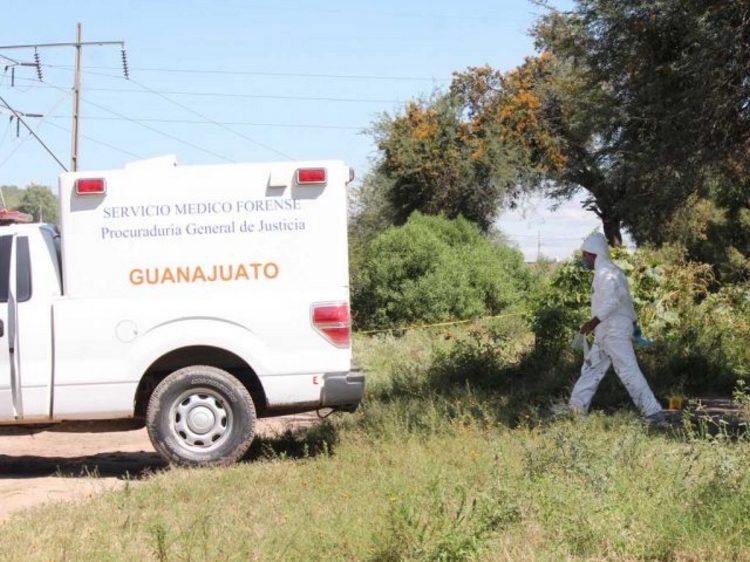 Hallan tres ejecutados  semienterrados en Moroleón, Guanajuato