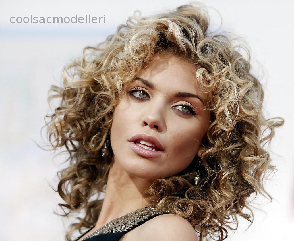 Kıvırcık Saç Kesim Modelleri kadın