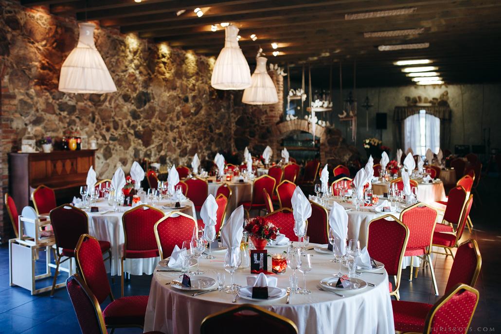 kāzu galdi viesu namā Brūtes