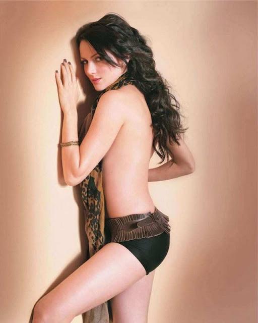 Yana Gupta -Topless  Oops Pictures-3830