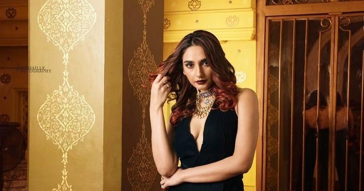 Ragini Dwivedi Latest Stunning Spicy Photo Stills