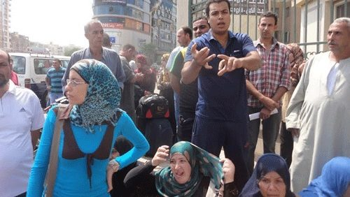 تظاهرأهالي الغربية أمام المحافظة لعدم_وجود ألبان للأطفال